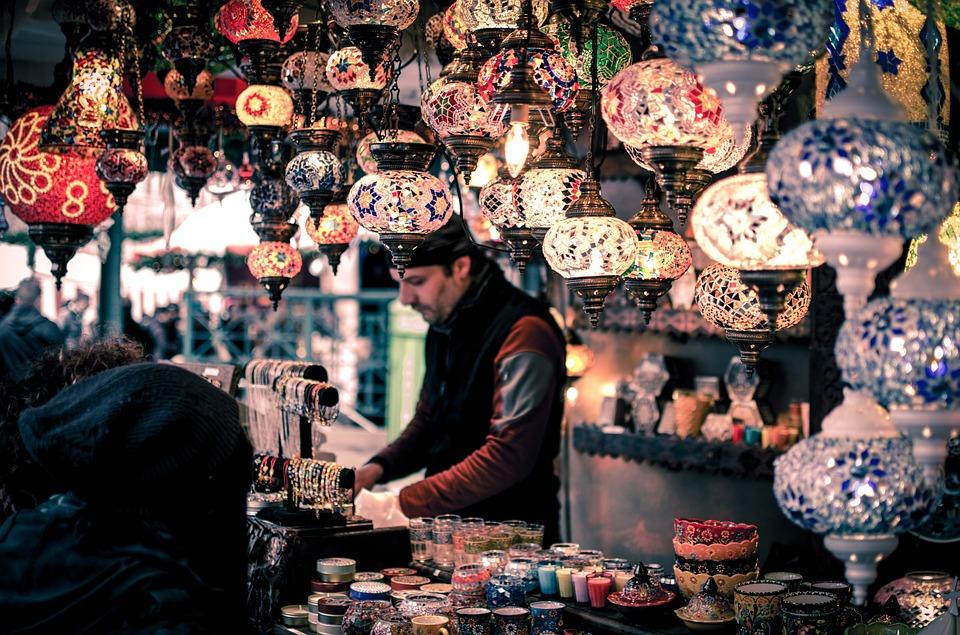 bazaar 1853361 960 720 - 5 Auswirkungen einer Rezession auf größere Unternehmen